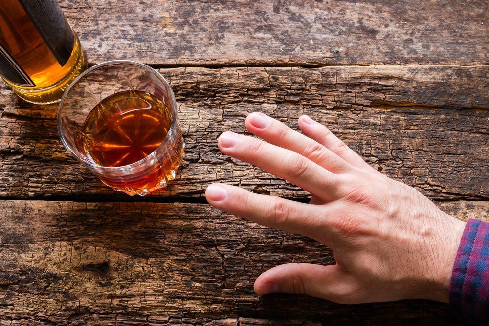 symptoms alcohol poisoning
